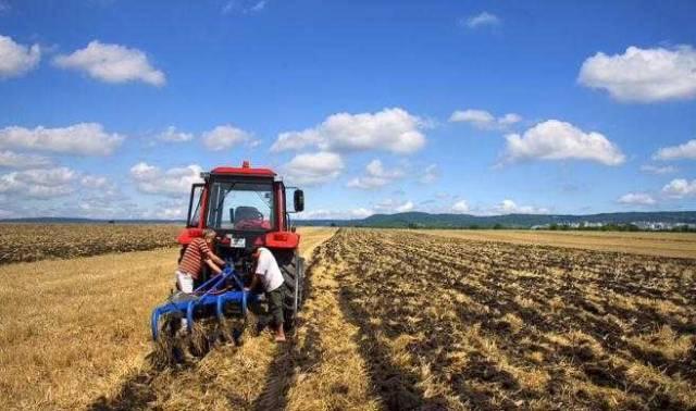 乌克兰农业部长:农机企业快来快来!