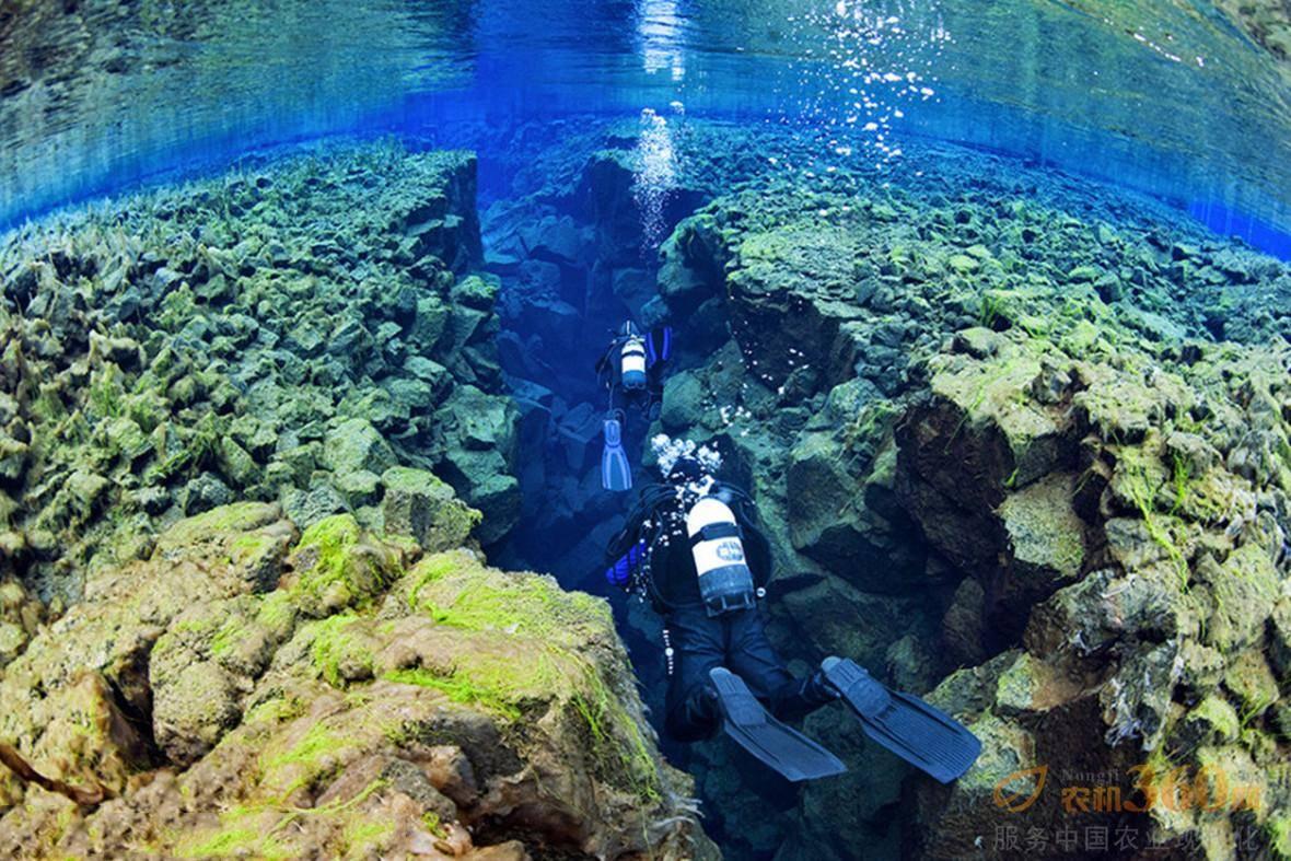 """探秘地球最美""""伤疤"""":冰岛大裂谷清绝湖底"""