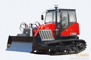 东方红-C1002履带式拖拉机,适用于以犁、耙为主要作业,兼顾推土进行整机优化,调整整机重心位置,提高整机提升力的经济型履带式拖拉机。整机采用直列、水冷、四冲程、直喷节能发动机,动力强劲,节能降耗油耗低,扭矩储备大,动力经济性好;啮合套换档(6F+2R)变速箱,提高可靠性,降低操纵力;主离合器采用14′摩擦片,带减震弹簧,寿命提高。