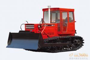 东方红-CA902履带式拖拉机,整机采用直列、水冷、四冲程、增压、直喷节能LR108和LR110系列发动机,动力强劲,节能降耗;(  4F+2R  )滑动齿轮换档变速箱,挡位合理适合农田作业兼顾推土作业;整机通用化程度高,性价比高,满足不同用户的需求;整机采用电启动,降低驾驶员劳动强度;主离合器采用干式、双片、碟簧压紧、常接合式,操纵轻便。