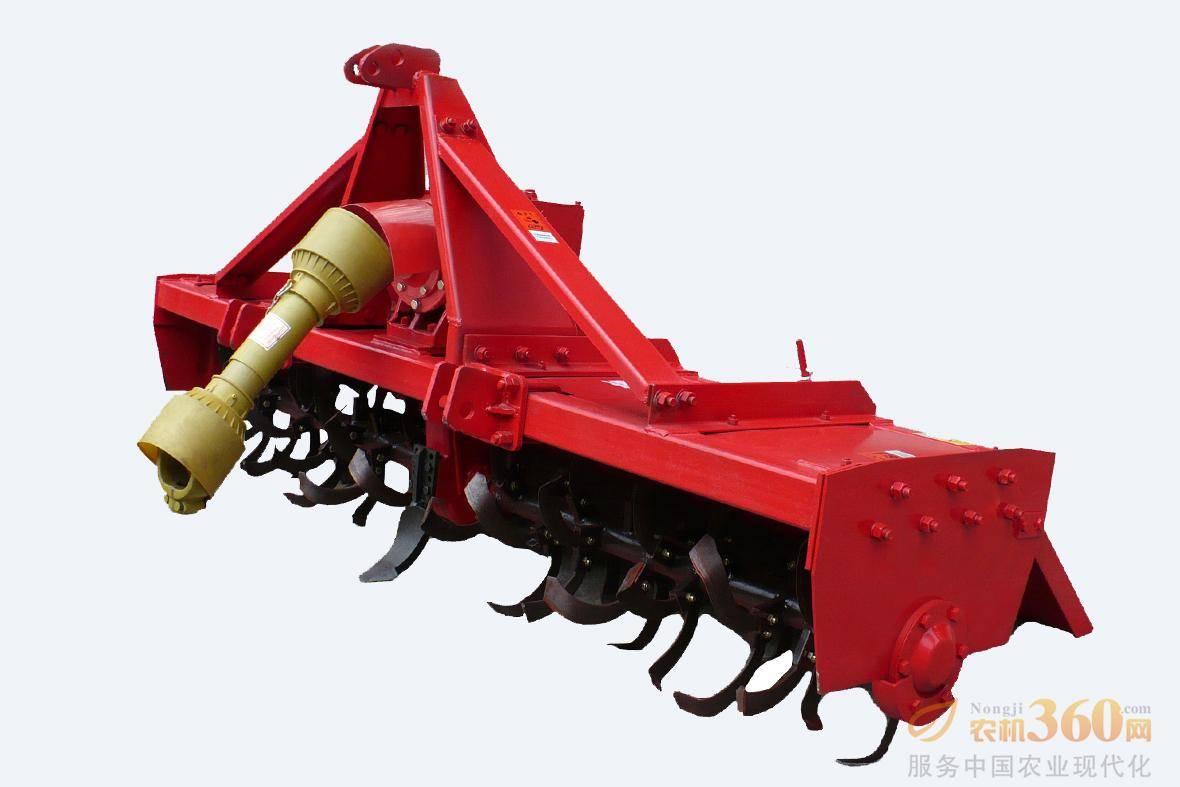 东方红1GQN-230KH旋耕机,采用框架式、高箱结构布置,整机结构合理,刚性好。采用螺旋形刀库排布,工作性能可靠、平稳;工作部件采用IT型弯刀形式,切土效果好;采用整体式可调拖板,耕后地表平整,覆盖严密;该系列产品与东方红主机匹配合理。