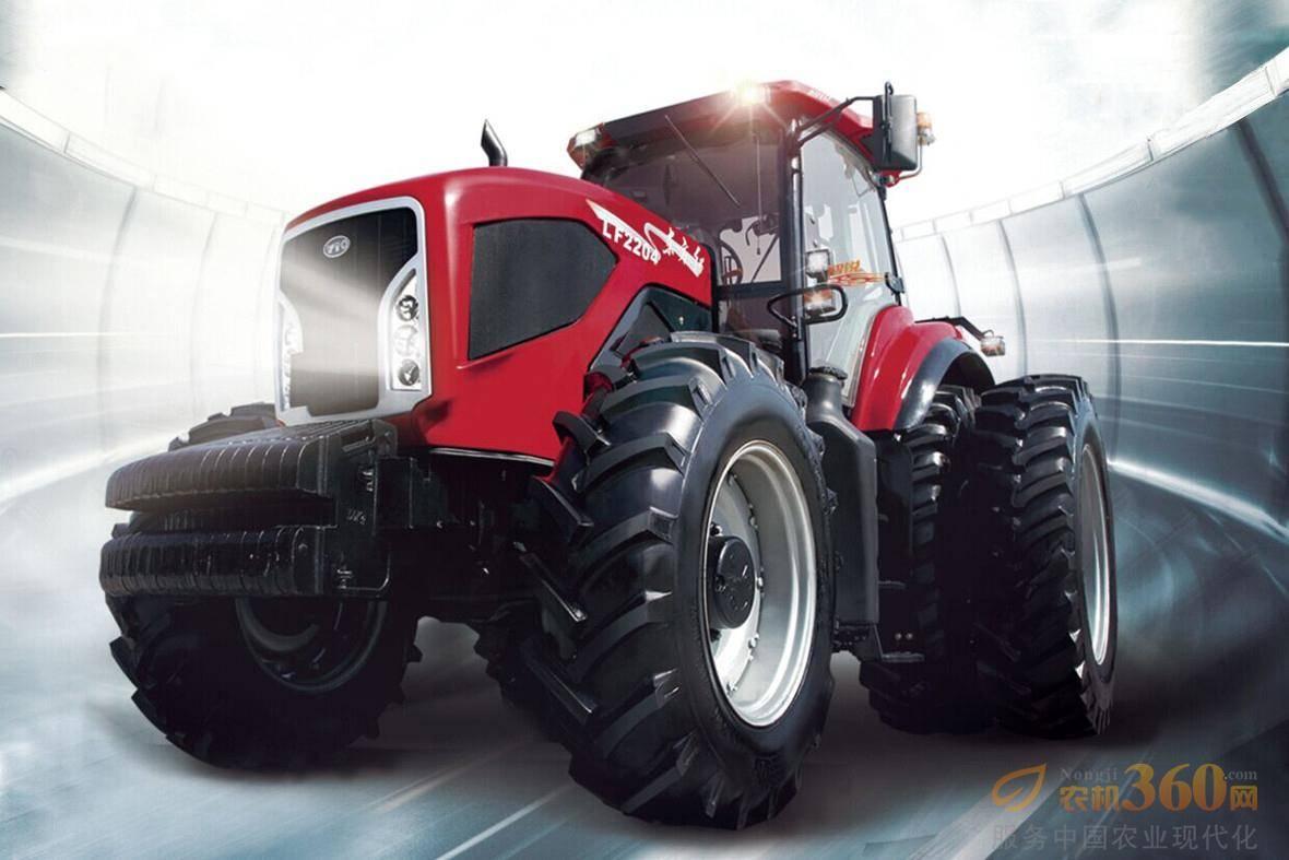 东方红LF2204型动力换挡拖拉机,动力换挡和动力换向的有机组合,创造高效、节油、舒适的极致,有效降低油耗30%;采用康明斯公司6缸电控、高压共轨、增压中冷柴油机,扭矩储备达28%以上,带来持续澎湃动力;装配动力换挡变速箱,换挡更加平顺,可不停车换挡,提高拖拉机工作效率,减轻驾驶员的工作强度;触摸式按钮控制,操作简化,可轻松实现农具起落、拖拉机变速等一系列繁琐操控,舒适性显著提高。