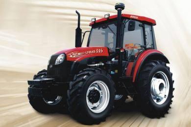 东方红LF954S型动力换挡拖拉机,水田型结构设计,转弯半径小。采用技术先进的24F+12R Hi-Lo动力换挡变速箱,不用踩踏离合器,通过操纵变速杆上的按钮,轻松实现前进挡的高、低的切换,作业效率提高15%以上。同步器梭式换挡机构,前进、倒车操作更加轻便。