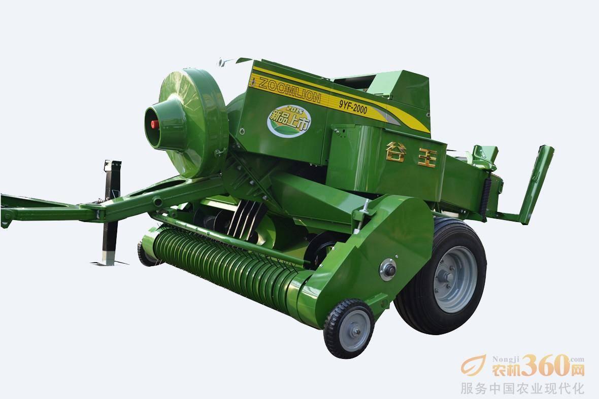 谷王9YF--2000打捆机,适用于内蒙古、吉林、江西、湖南、湖北、中原陕西、甘肃地区;搅龙无心轴设计,防缠草,可满足水稻、小麦、玉米等多种作物秸秆的喂入输送;德国进口重型打结器,成捆率更高、寿命更长,适应高密度打结;中置人字形牵引架,转弯半径更小;多机构、压力可调,满足不同密度草捆的打结需要;压捆室采用进口轴承JSK、合金刀片,可靠性高。