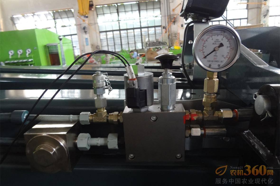 机器液压装置。