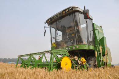 小麦收割机 中联重科 谷王 新品 农机360网
