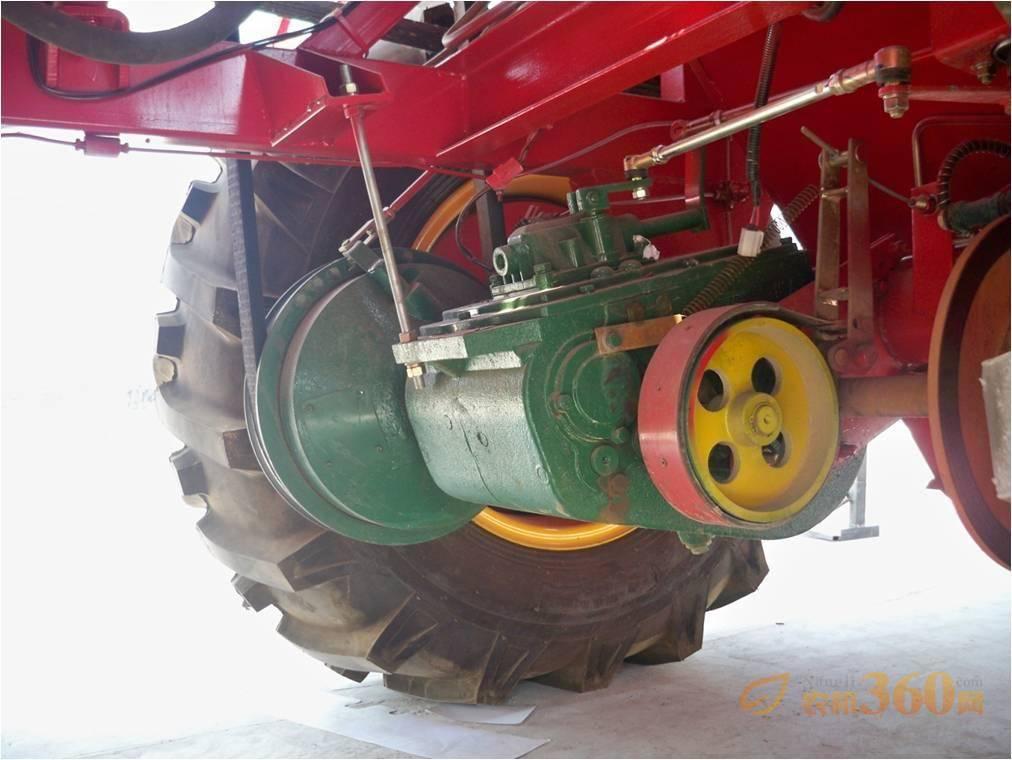 玉柴140马力发动机,D3.5加宽变速箱,HL皮带动力、行走可靠保证。