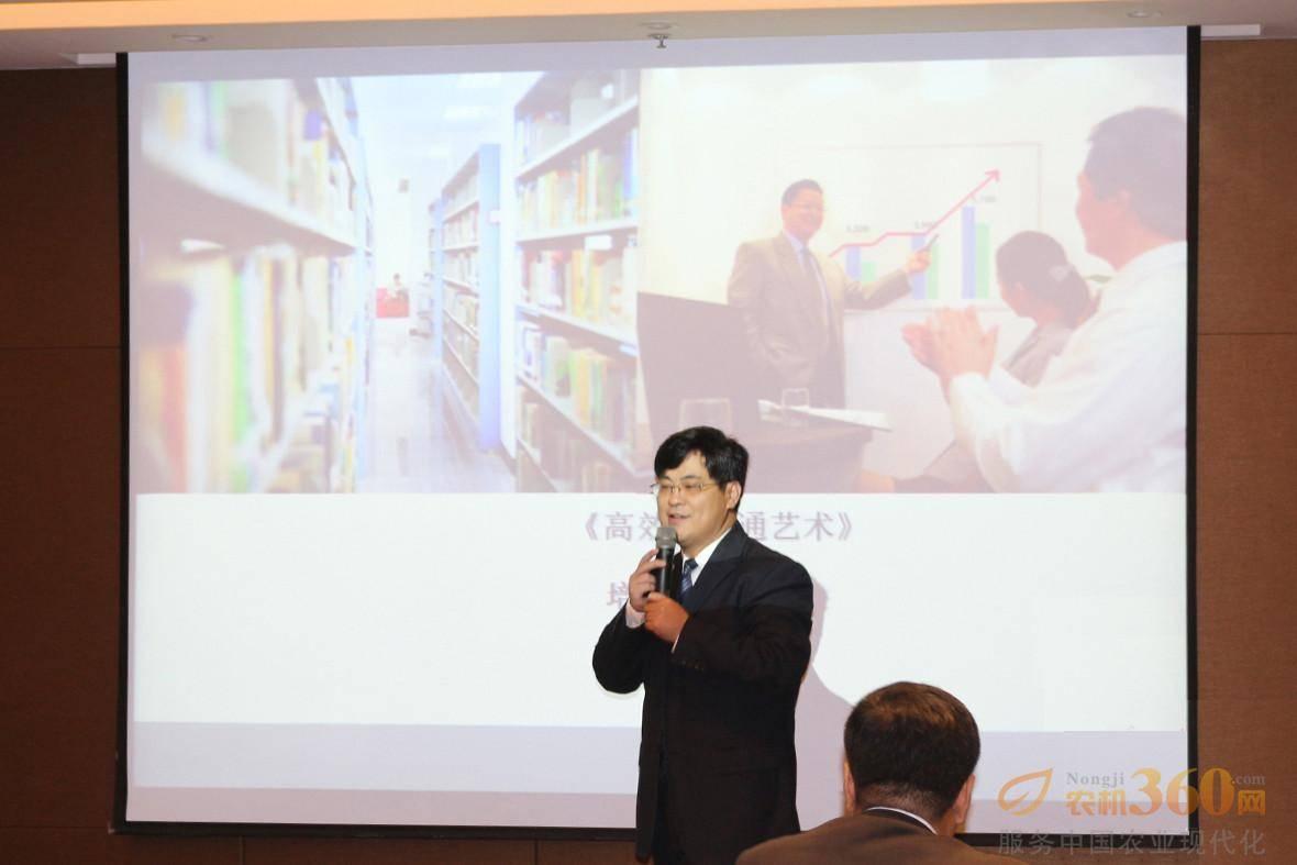 《高效沟通能力提升》课程由著名培训讲师宋湘生主讲,据介绍宋湘生老师为应用心理学研究生,拥有十多年的大型企业集团培训与管理经验。