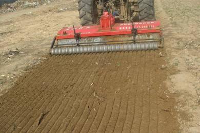 改善土壤耕层结构,提高土壤的蓄水保墒能力和土地的
