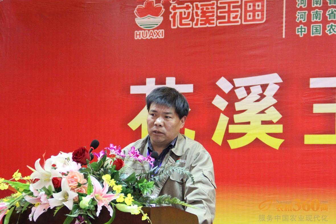 销售部部长杨世生发布2015年商务政策。