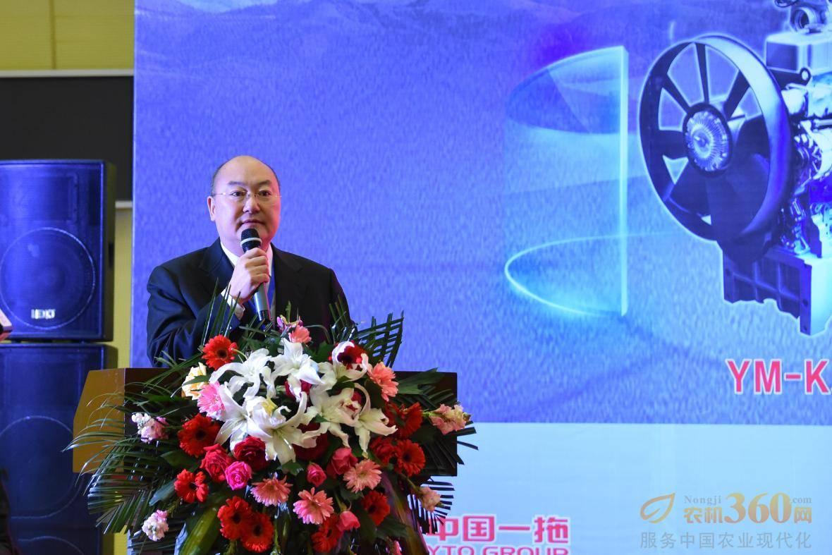"""一拖集团副总经理王克俊发表重要讲话,他表示东方红e购商城的上线,将实现互联网与实体经营的""""线上、线下""""的全新商业模式。"""