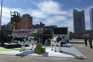 CLAAS展台上的展会明星—奶牛