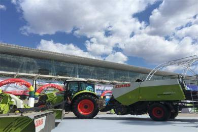 AXION 850拖拉机和QUADRANT 2200方捆机