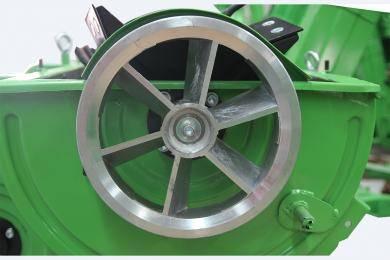扇形脱粒皮带轮:在运行的同时,运用风扇的原理给自身强制散热,使用更持久,更耐用,降低维护成本。