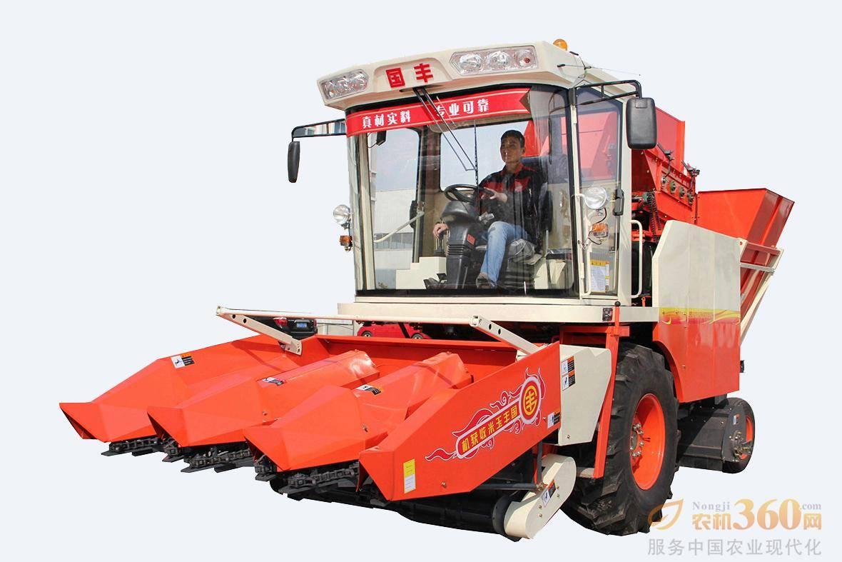 4YZP-3D型自走式玉米收获机。