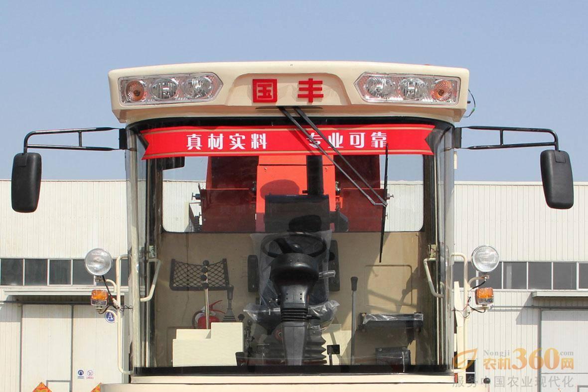豪华圆弧形驾驶室:空间大,宽敞明亮、视野开阔;可调式座椅,并配备副驾座,舒适性高;可调式方向盘,操纵杆方便灵活;密封性好,可装空调;配备影像系统,实时监控作业情况。