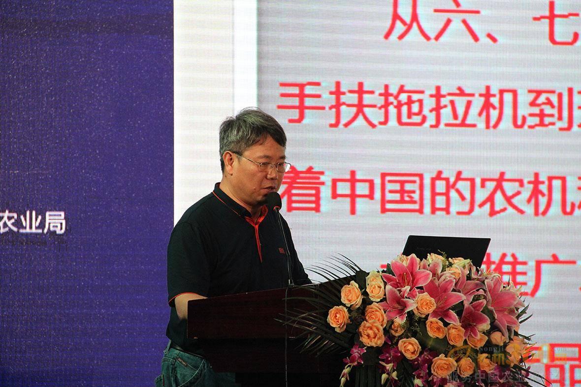 江苏剑桥集团总工程师李琦做农机零部件涂装技术与装备分享。