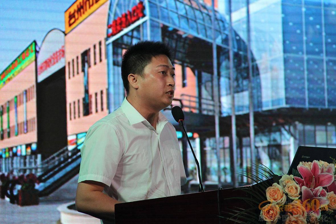 台州市自动化设备市场董事长助理徐若为为大家介绍了农机企业生产供应链配套采购集散地项目。