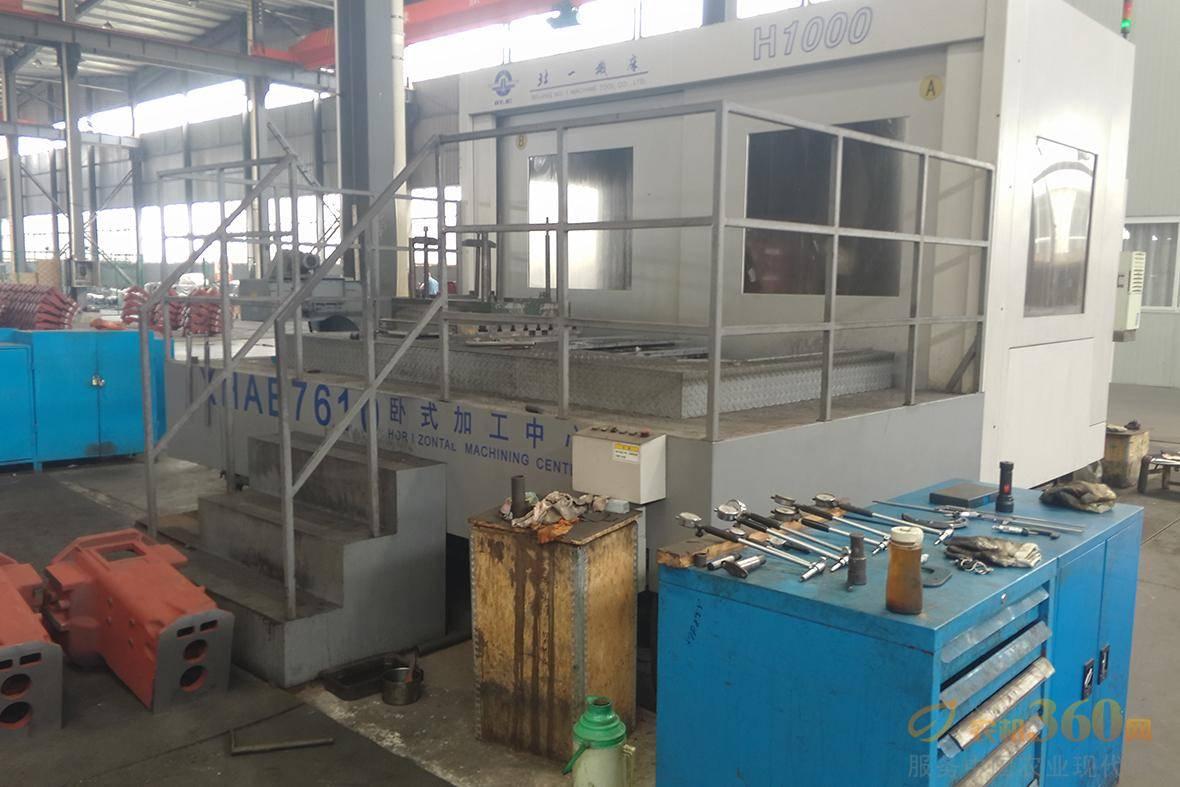 博马玉米收变速箱箱体加工是采用加工中心加工完成,箱体上到工装上一次性加工,自动换刀,加工精度高,保证同轴度、平行度、垂直度。