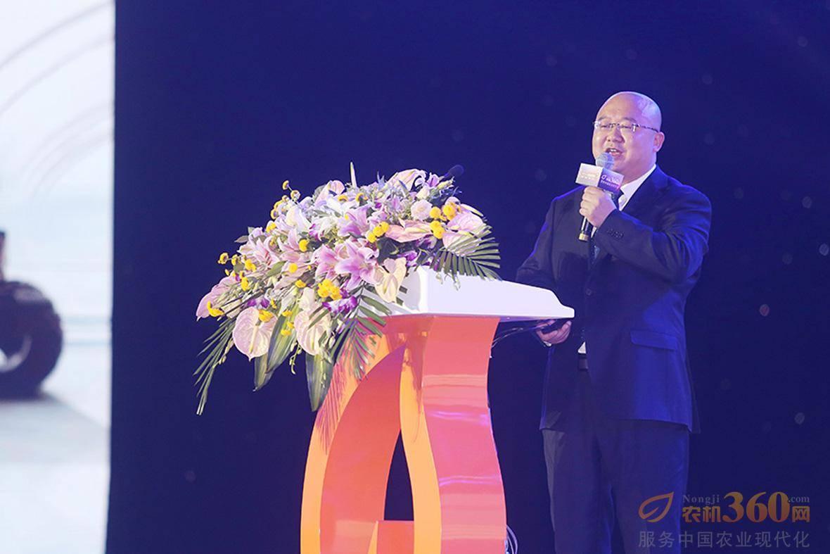 农机360网总裁吴克铭先生上台发表致辞。