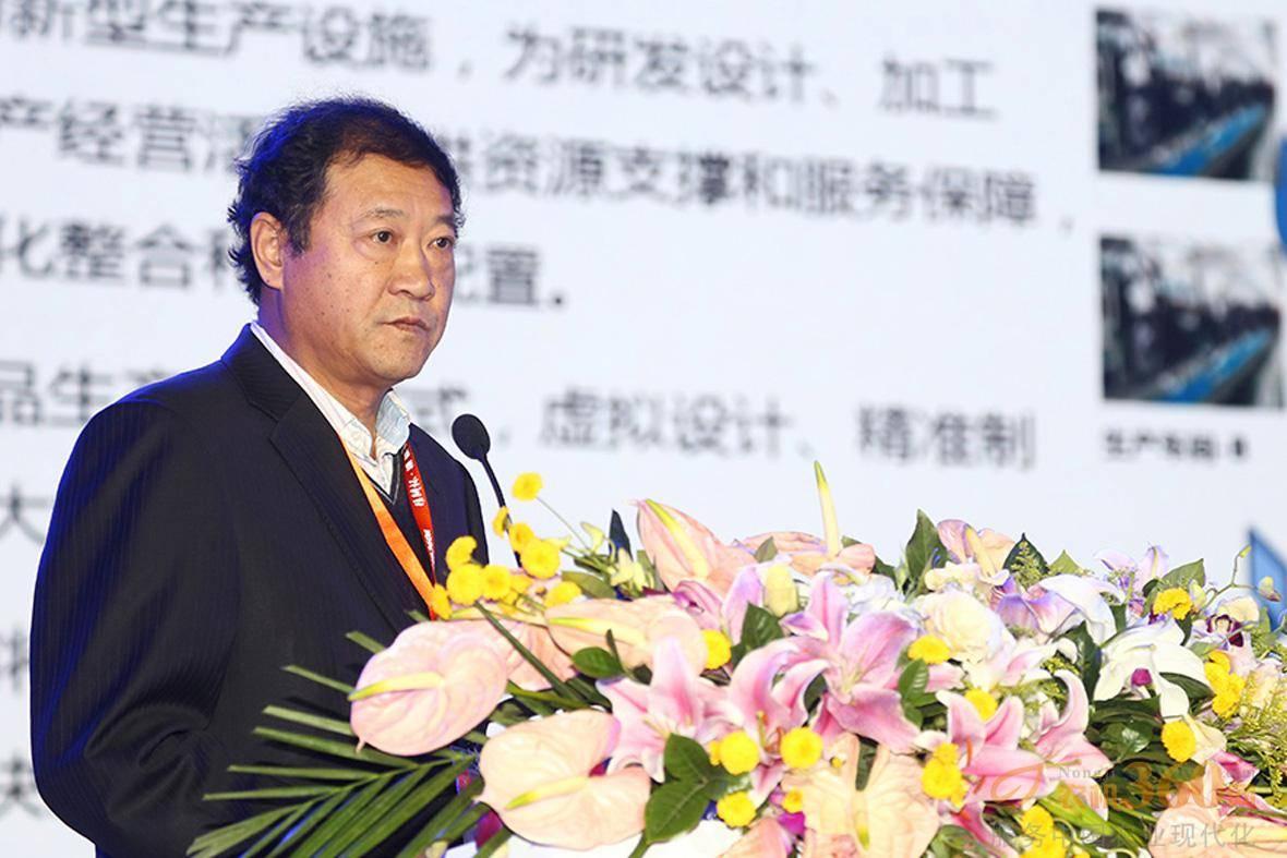 陈志上台发表演讲。