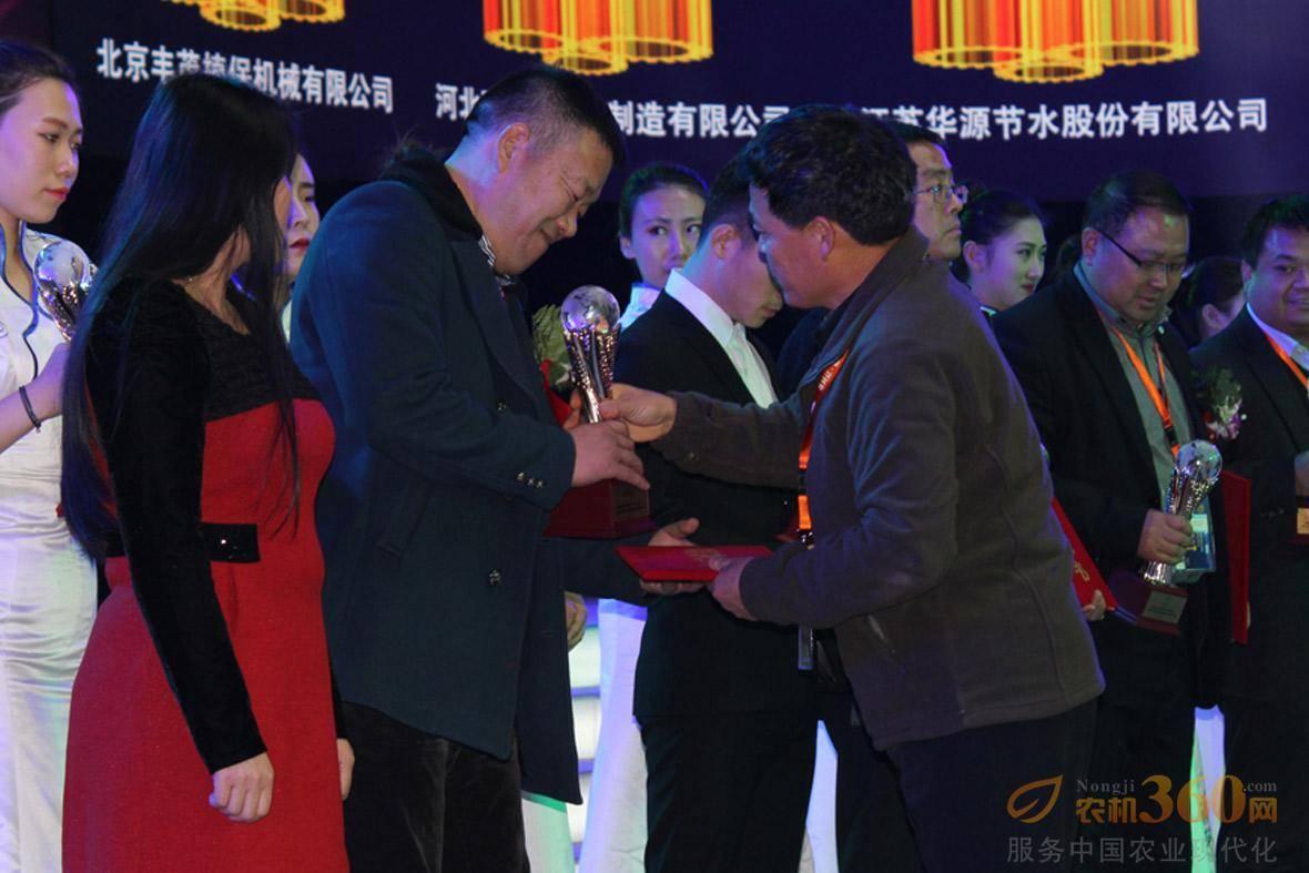 嘉宾颁奖环节。