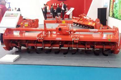C300型旋耕机。