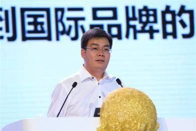 """广西玉柴机器股份有限公司王利民副总裁以""""国三元年中国农机工业面临的挑战和机遇""""为论题做主题报告。"""