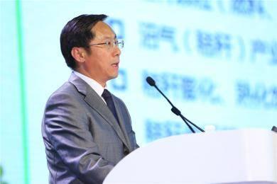 """中联重科农业机械滕兆斌副总经理以""""补短板、促升级、中国农机在行动""""为论题做主题报告。"""