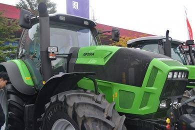 道依茨-法尔拖拉机亮剑铁岭现代农业装备展示交易会