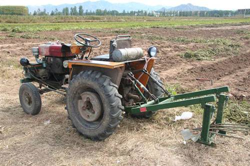 个农用拖拉机注册登记及驾驶员培训办证试点正式启动