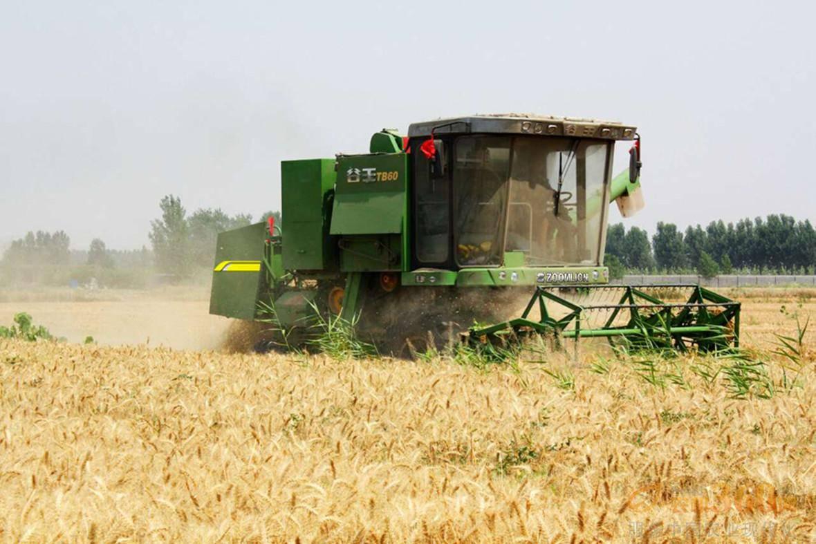 小麦联合收割机使用前的检查