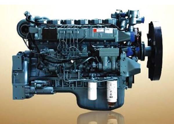 资料图   发动机起动困难   案例1   故障症状:起动机和发动机均有正常起动转速,但不着火;或者有时经过多次长时间的起动方可着火。   故障原因:燃油管路有空气。   故障性质:机械故障。   处理方法:燃油管路排空气。   故障分析:国III车采用共轨系统,油路排空气相对困难一些,往往操作人员感觉到空气排除干净的,实际还是没有彻底排干净。根据实际使用情况来看,应该松开油泵回油螺栓来排空气,必要时可松开高压油管,利用起动机带动发动机空转来排空气;如果仅仅是松开燃油滤清器的放气螺钉来排空气,可能不容易