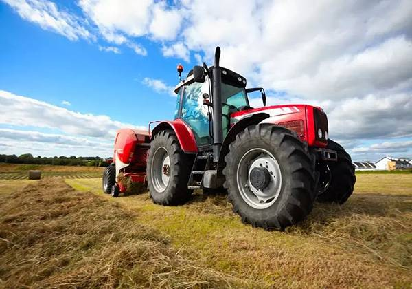 农用拖拉机.jpg