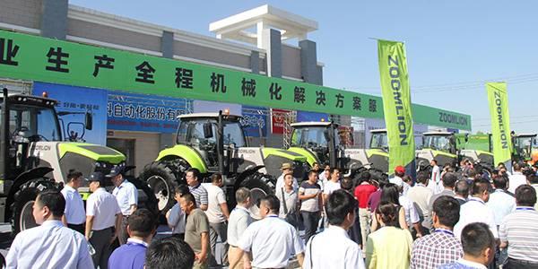 中联重科动力换挡拖拉机在新疆大量上市