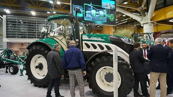 阿波斯拖拉机在博洛尼亚EIMA国际农机展上备受关注.jpg