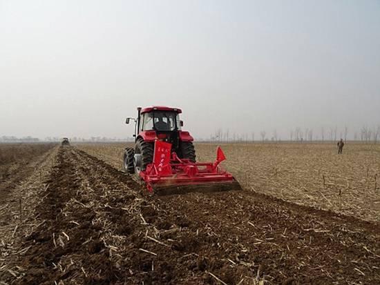 內蒙古2016年完成農機深松作業1434.6萬畝.jpg