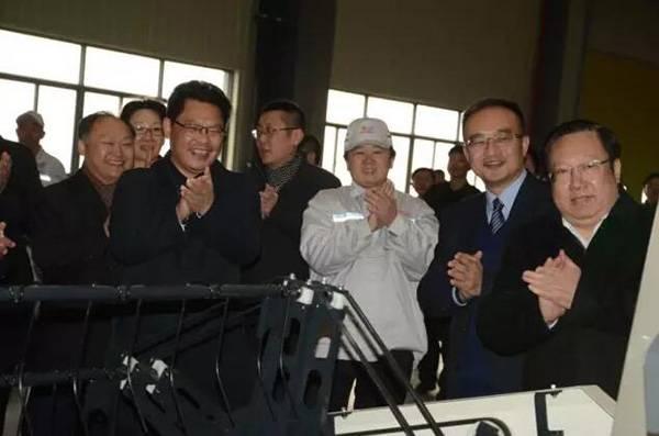 """东风井关襄阳新工厂投产 省长王晓东为第一台农机""""点睛"""""""