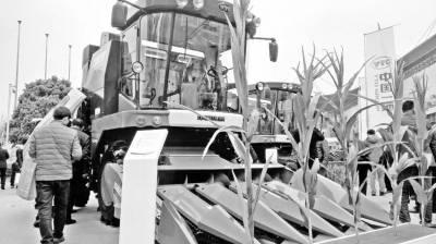 机械摘穗 籽粒直收 青贮收获 玉米机收路向何方?