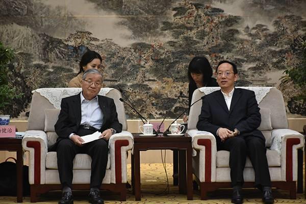 襄阳市委书记李乐成会见南健治会长