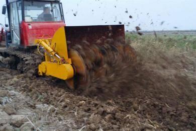 东方红C1402履带拖拉机带搅拌机在江苏作业