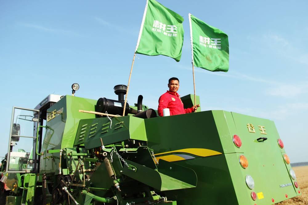 扬起绿色旗帜-农机创客谱写麦收传奇
