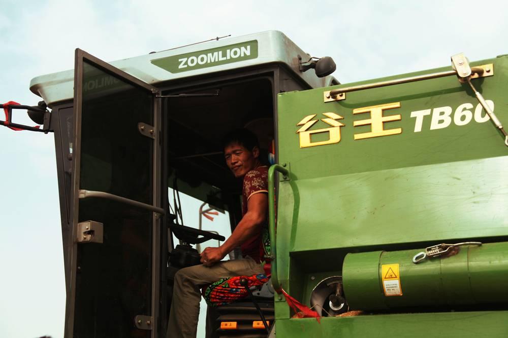 """""""80后""""农机创客-与谷王携手征战麦场"""